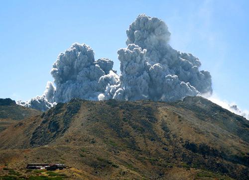 На півдні Японії сталося виверження вулкану